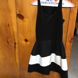 Dresses & Skirts - Amazing little black dress with white stripe